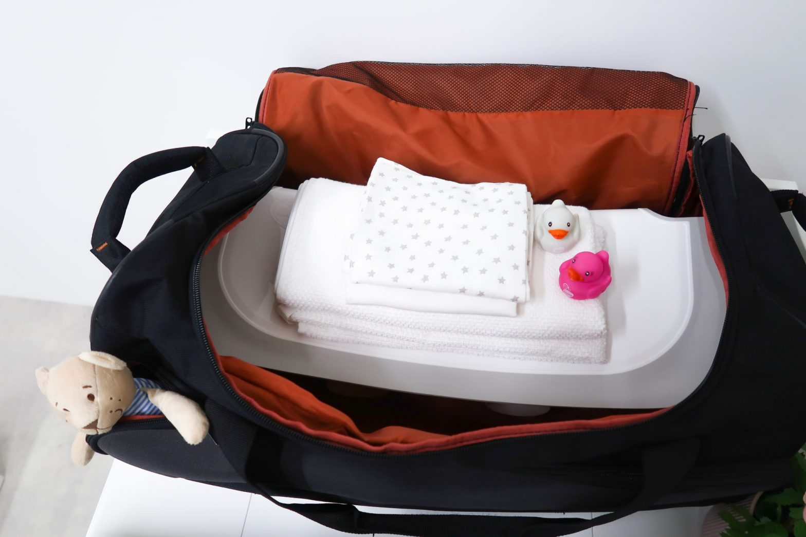 How To Give Your Baby A Bath When Travelling